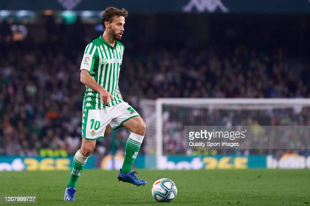 Sergio Canales of Real Betis in action during the La Liga match between Real Betis Balompie and RCD Mallorca at Estadio Benito Villamarin on February...