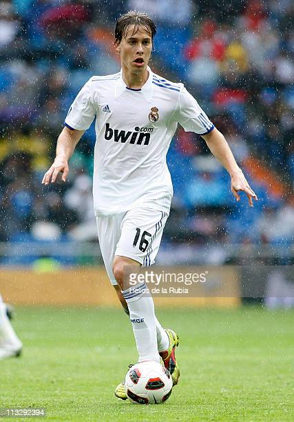 Sergio Canales of Real Madrid in action during the La Liga match between Real Madrid and Real Zaragoza at Estadio Santiago Bernabeu on April 30 2011...