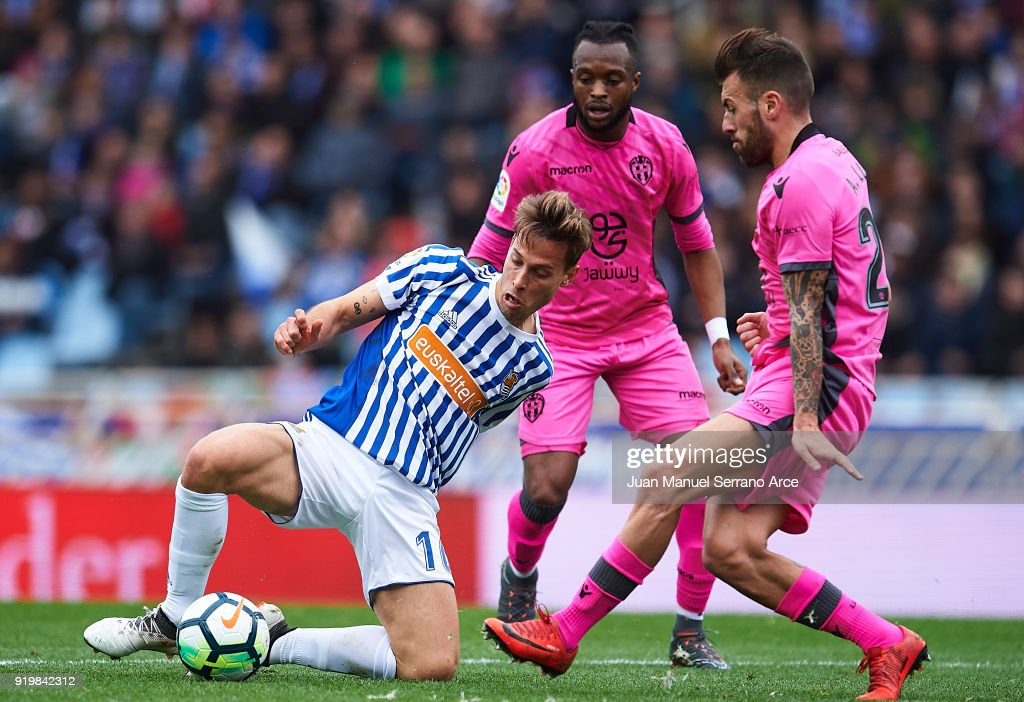 Sergio Canales of Real Sociedad (L) being followed by Cheik Doukoure of Levante UD (C) and Antonio Luna of Levante UD (R) during the La Liga match between Real Sociedad and Levante at Estadio de Anoeta on February 18, 2018 in San Sebastian, Spain.