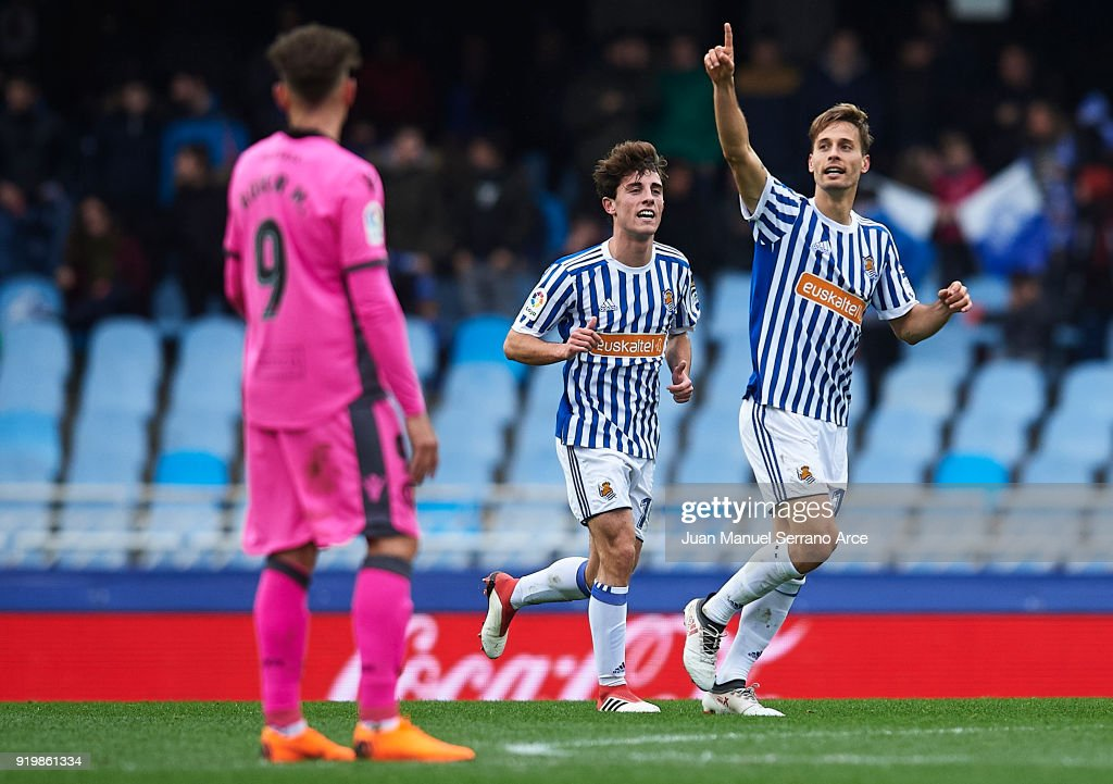 Sergio Canales of Real Sociedad celebrates after scoring the third goal for Real Sociedad with his team mates during the La Liga match between Real Sociedad and Levante at Estadio de Anoeta on February 18, 2018 in San Sebastian, .