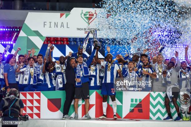 Sergio Conceicao, Iker Casillas, Danilo Pereira and FC Porto players rise the trophy after winning the Portuguese Cup Final match between SL Benfica...