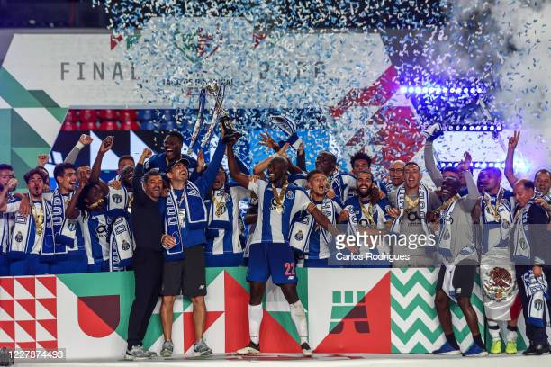 Sergio Conceicao, Iker Casillas, Danilo Pereira andFC Porto players rise the trophy after the Portuguese Cup Final match between SL Benfica and FC...
