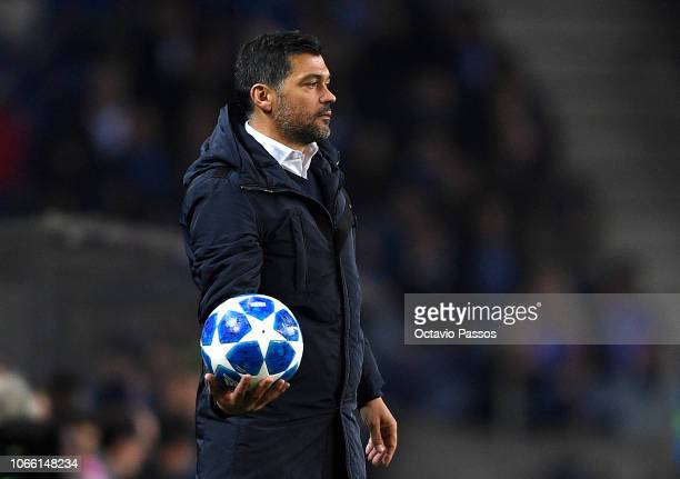 Sergio Conceicao manager of FC Porto looks on during the UEFA Champions League Group D match between FC Porto and FC Schalke 04 at Estadio do Dragao...