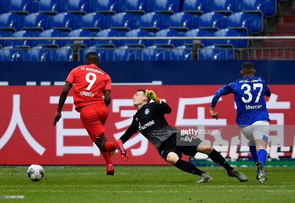 FC Schalke 04 v FC Augsburg - Bundesliga : ニュース写真