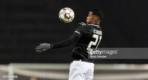 Sergio Cordova of FC Augsburg controls the ball during the Bundesliga match between Hertha BSC and FC Augsburg at Olympiastadion on December 18 2018...