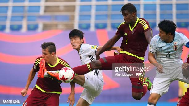Sergio Cordova of Venezuela competes for the ball during the FIFA U20 World Cup Korea Republic 2017 Round of 16 match between Venezuela and Japan at...