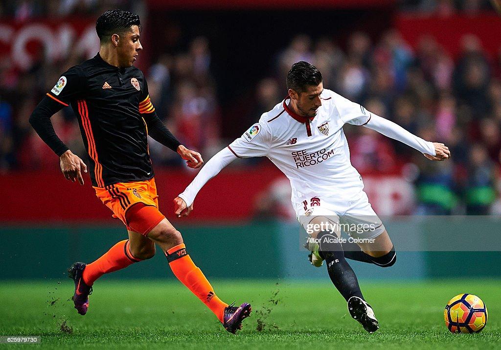 Sergio Escudero of Sevilla FC (R) being followed by Enzo Perez of Valencia CF (L) during the La Liga match between Sevilla FC and Valencia CF at Estadio Ramon Sanchez Pizjuan on November 26, 2016 in Seville, Spain.