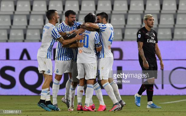 Sergio Floccari of SPAL celebrates a goal with teammates during the Serie A match between SPAL and AC Milan at Stadio Paolo Mazza on July 1, 2020 in...