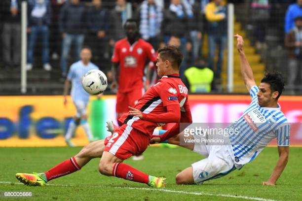 Sergio Floccari of SPAL in action against Filippo Berra of FC Pro Vercelli during the Serie B match between SPAL and FC Pro Vercelli at Stadio Paolo...