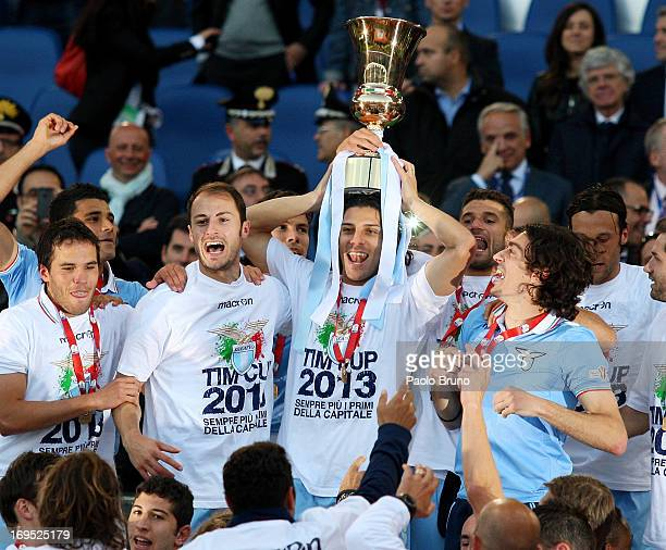 Sergio Floccari with his teammates of SS Lazio celebrate with the trophy after winning the Tim cup final against AS Roma at Stadio Olimpico on May...