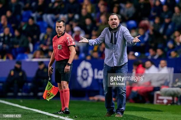Sergio Gonzalez head coach of Real Valladolid reacts during the La Liga match between Levante UD and Real Valladolid CF at Ciutat de Valencia on...