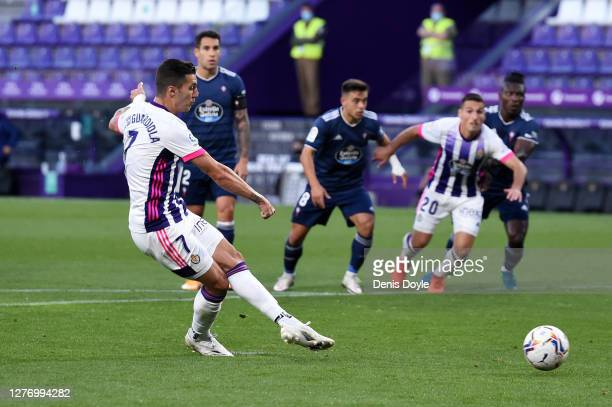 Sergio Guardiola Navarro of Real Valladolid CF scores his sides first goal during the La Liga Santander match between Real Valladolid CF and RC Celta...
