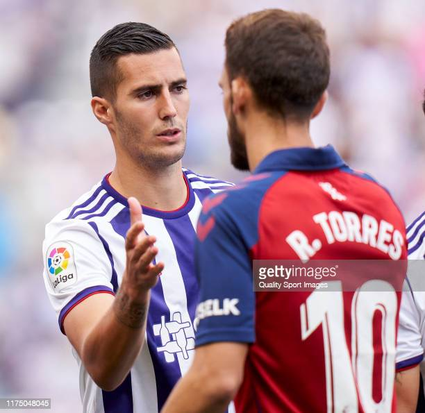 Sergio Guardiola of Valladoid CF salutes with Roberto Torres of CA Osasuna during the Liga match between Real Valladolid CF and CA Osasuna at Jose...