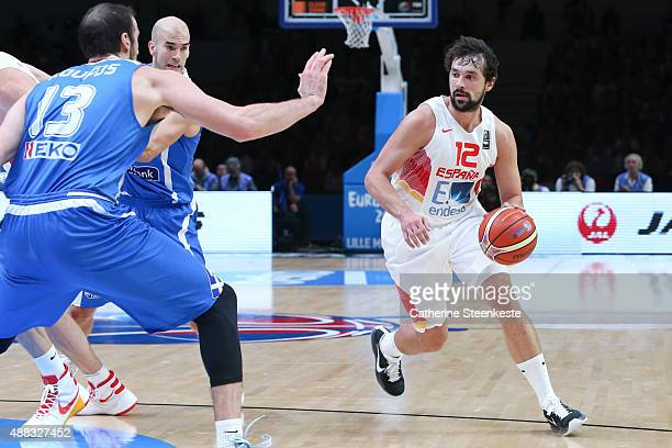 Sergio Llull of Spain drives to the basket against Kostas Koufos of Greece during the EuroBasket Quarter Final game between Spain v Greece at Stade...