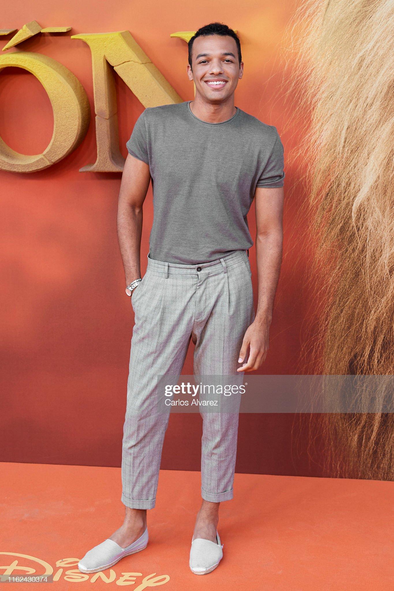 ¿Cuánto mide Sergio Momo? - Altura Sergio-momo-attends-el-rey-leon-premiere-at-the-goya-theater-on-july-picture-id1162430374?s=2048x2048