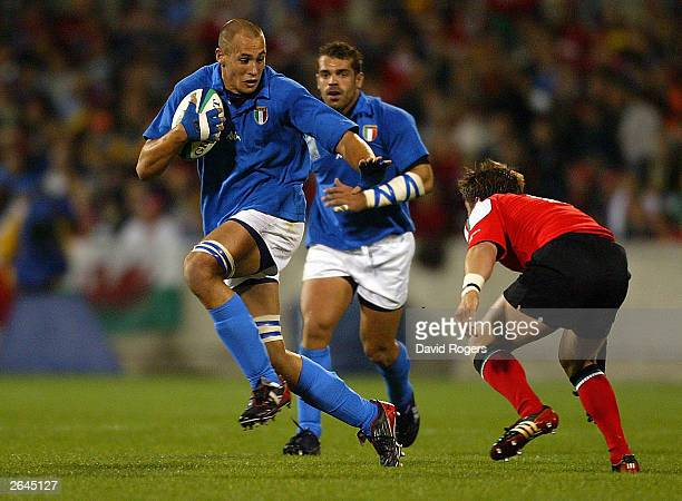 Sergio Parisse of Italy in action during the Rugby World Cup Pool D match between Italy and Wales at Canberra Stadium October 25 2003 in Canberra...