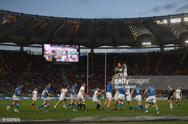 Sergio Parisse of Italy wins the lineout ball during the NatWest Six Nations match betwwen England and Italy at Stadio Olimpico on February 4 2018 in...