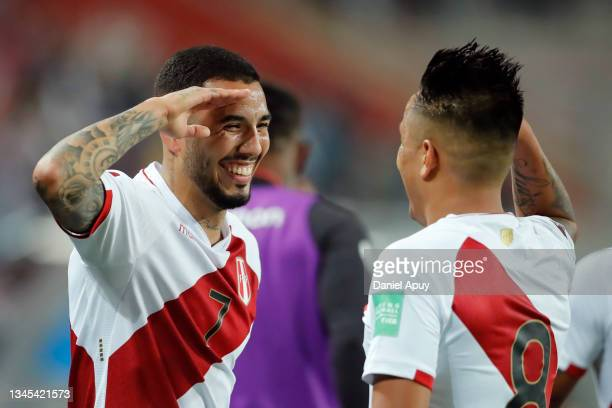 Sergio Peña of Peru celebrates after scoring the second goal of his team with teammate Christian Cueva during a match between Peru and Chile as part...
