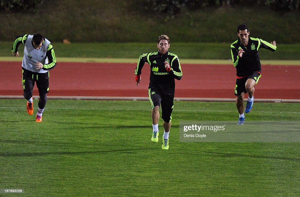 Sergio Ramos (C) and Spain players jog during a training session ahead of their international friendly against Equatorial Guinea on November 13, 2013 in Las Rozas, Spain.