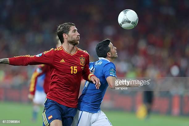 Sergio Ramos gegen Antonio di Natale Italien Italy Finale Finale Spanien Italien Spain Italy 40 Fussball EM UEFA Euro Europameisterschaft 2012 Polen...