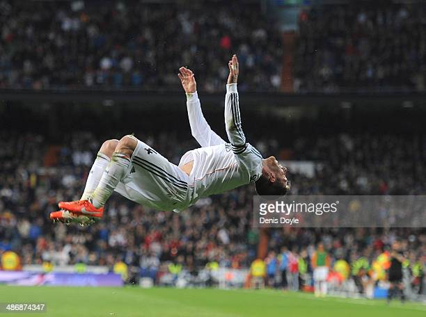 Sergio Ramos of Real Madrid CF celebrates after scoring Real's 3rd goal from a free kick during the La Liga match between Real Madrid CF and CA...