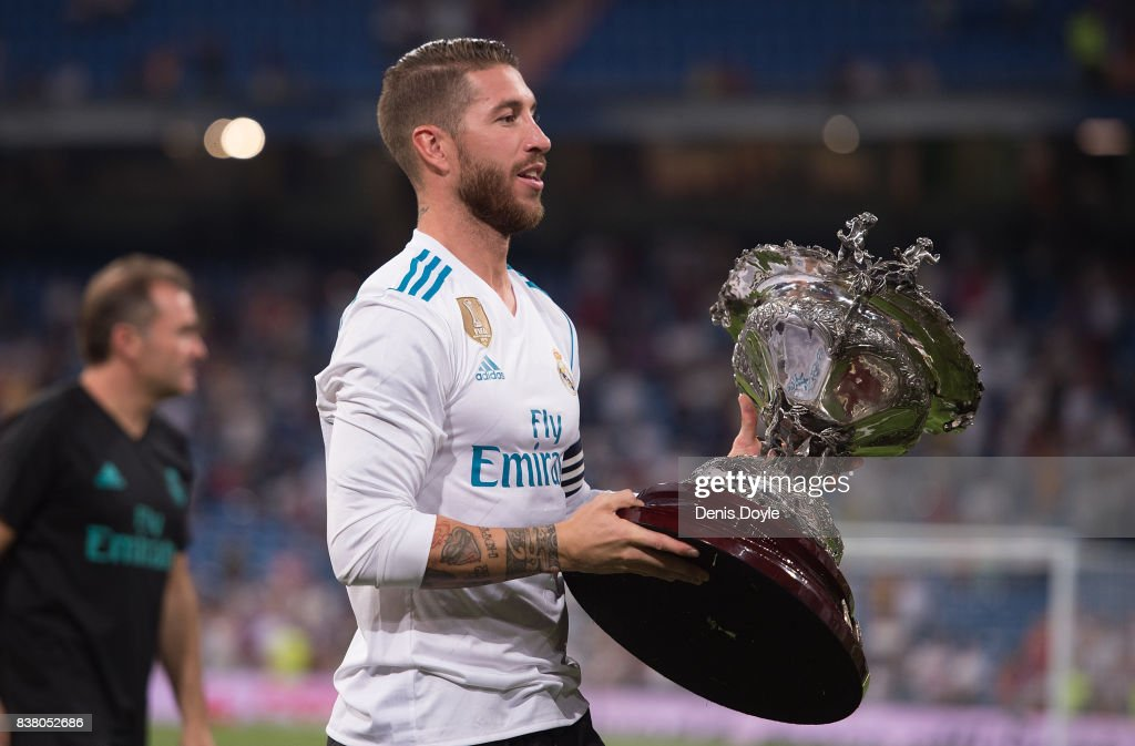 Sergio Ramos of Real Madrid CF holds Santiago Bernabeu trophy after beating ACF Fiorentina 2-1 at Estadio Santiago Bernabeu on August 23, 2017 in Madrid, Spain.