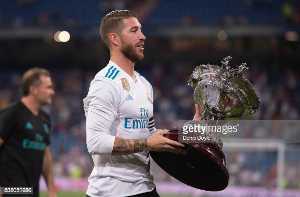 Sergio Ramos of Real Madrid CF holds Santiago Bernabeu trophy after beating ACF Fiorentina 21 at Estadio Santiago Bernabeu on August 23 2017 in...