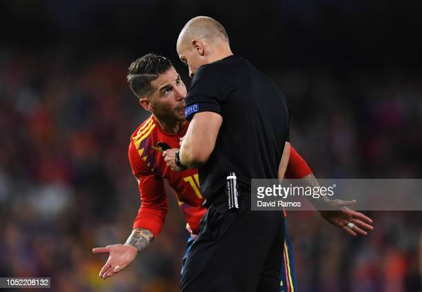 Sergio Ramos of Spain appeals to referee Szymon Marciniak during the UEFA Nations League A Group Four match between Spain and England at Estadio...