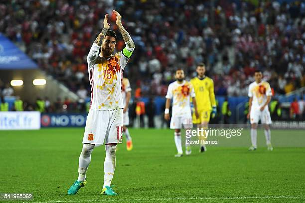 Sergio Ramos of Spain applauds after his team's 12 defeat in the UEFA EURO 2016 Group D match between Croatia and Spain at Stade Matmut Atlantique on...
