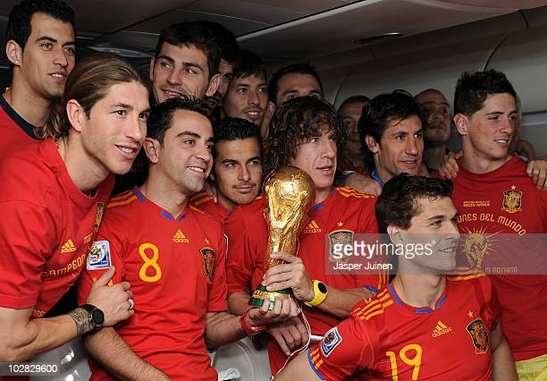 Sergio Ramos Xavi Hernandez Pedro Rodriguez Carles Puyol Fernando Llorente and Fernando Torres celebrate with the World Cup trophy during the Spanish...