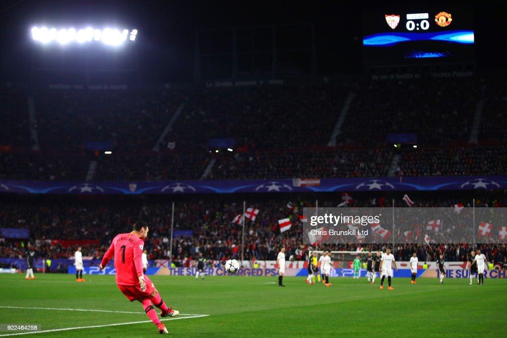 Sevilla FC v Manchester United - UEFA Champions League Round of 16: First Leg : Nachrichtenfoto