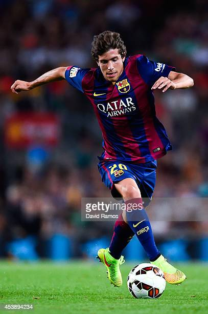 Sergio Roberto of FC Barcelona runs with the ball during the Joan Gamper Trophy match between FC Barcelona and Club Leon at Camp Nou on August 18...