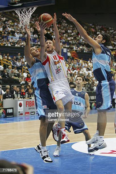 Sergio Rodriguez of Spain goes to the basket against Luis Scola and Ruben Wolkowyski of Argentina during the FIBA World Basketball Championship on...