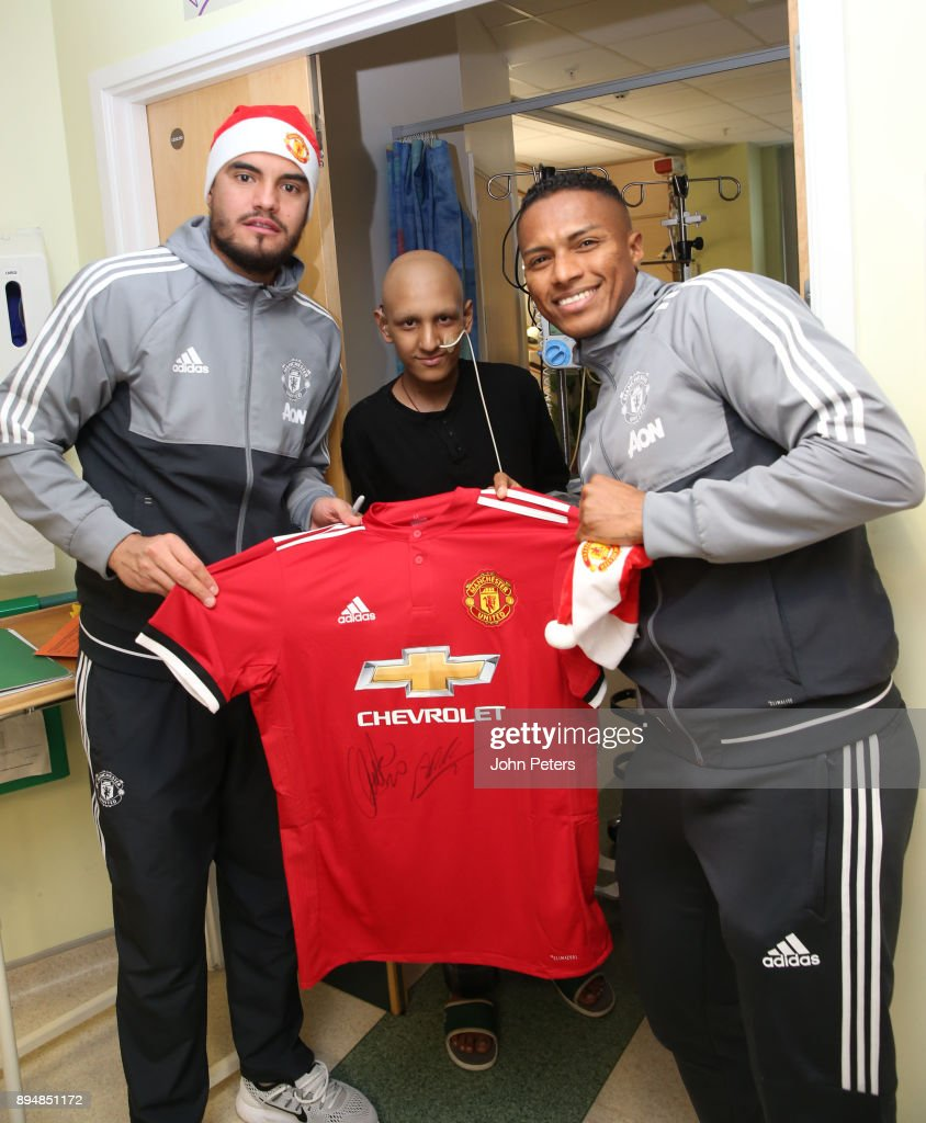 Manchester United Players Visit Royal Manchester Children's Hospital to Deliver Christmas Gifts