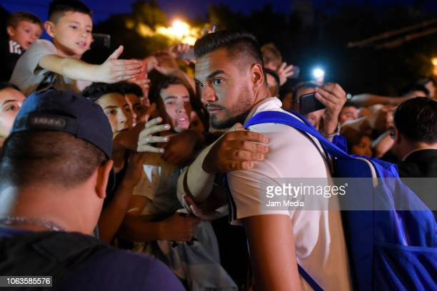 Sergio Romero of Argentina greets fans as arriving to Diplomatic Hotel on November 19 2018 in Mendoza Argentina Argentina will face Mexico on...
