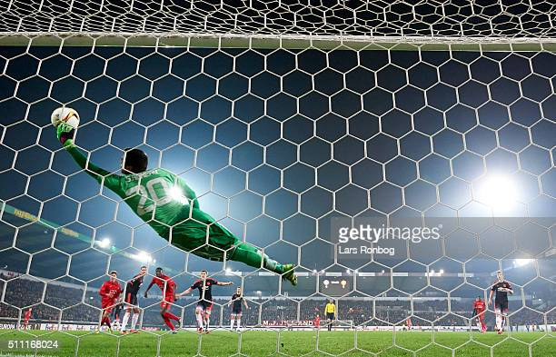 Sergio Romero of Manchester United saves the ball during the UEFA Europa League match between FC Midtjylland and Manchester United at MCH Arena on...