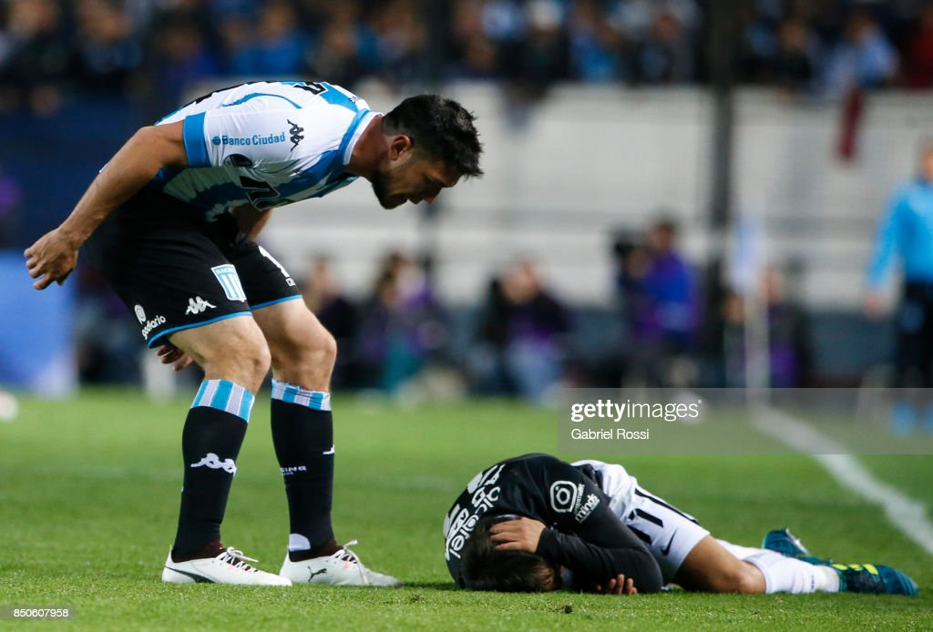 Sergio Vittor of Racing Club shouts to Angel Romero of Corinthians during a second leg match between Racing Club and Corinthians as part of round of 16 of Copa CONMEBOL Sudamericana 2017 at Presidente Peron Stadium on September 20, 2017 in Avellaneda, Argentina.