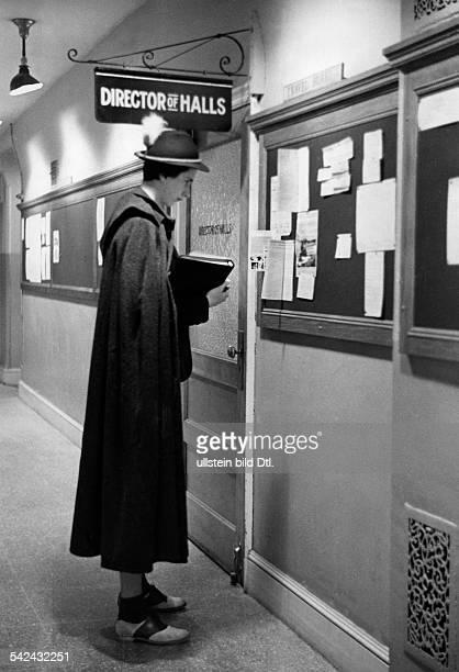 Serie aus dem Sarah Lawrence Collegein Bronxville umd dem VassarCollegebei New YorkStudentin im Lodenmantel und Tirolerhuterschienen Illus 36/1937