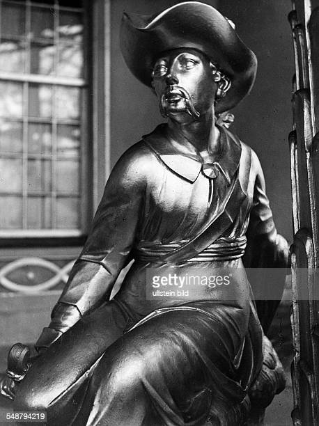 Germany Free State Prussia Brandenburg Province Potsdam Sculpture of a man placed at the Chinese House in the Sanssouci Park ca 1936 Photographer...