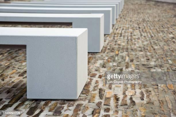series of benches - banco asiento fotografías e imágenes de stock