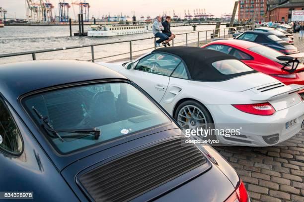 Eine Reihe von verschiedenen Porsche 911 Fahrzeuge geparkt, während Magnus Walker-Veranstaltung auf dem Hamburger Fischmarkt