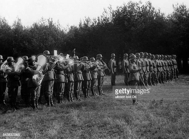 Series swearingin of Reichswehr recruits a military band is playing the national hymn recruits standing in rank and file Photographer Neofot...
