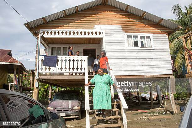 series:hounduran family on steps of shanty village home in roatan - honduras stock pictures, royalty-free photos & images