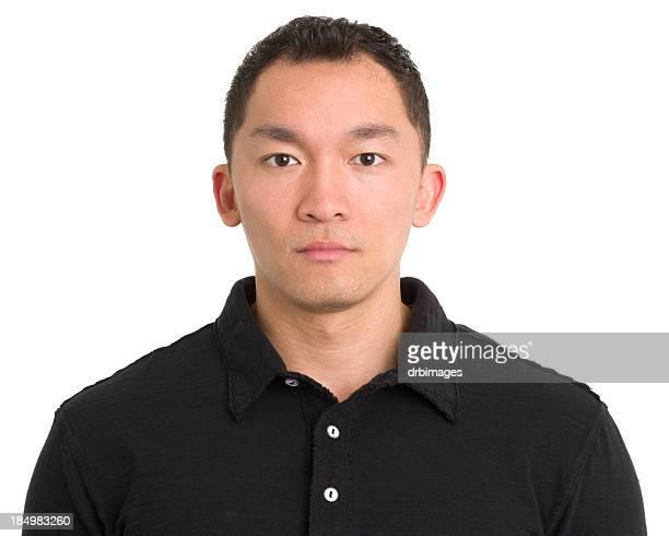 Sérieux homme asiatique Regarder fixement