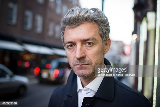 serious business man street portrait - jcbonassin stock-fotos und bilder