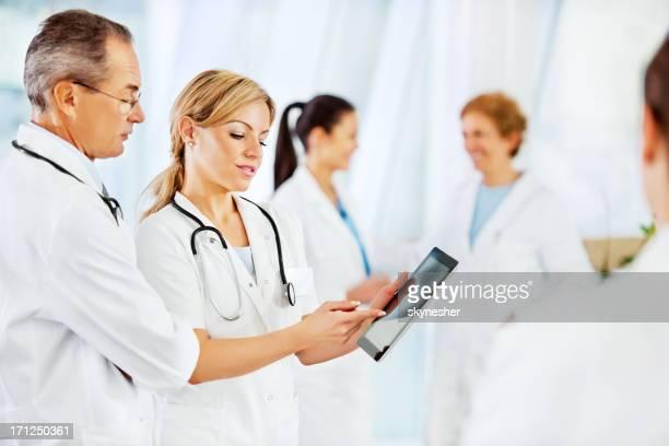 Ernst Arzt mit touchpad.
