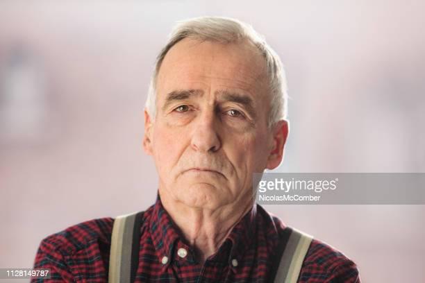 ernst senior mann in seinem späten 70 s studio-porträt - menschlicher kopf stock-fotos und bilder