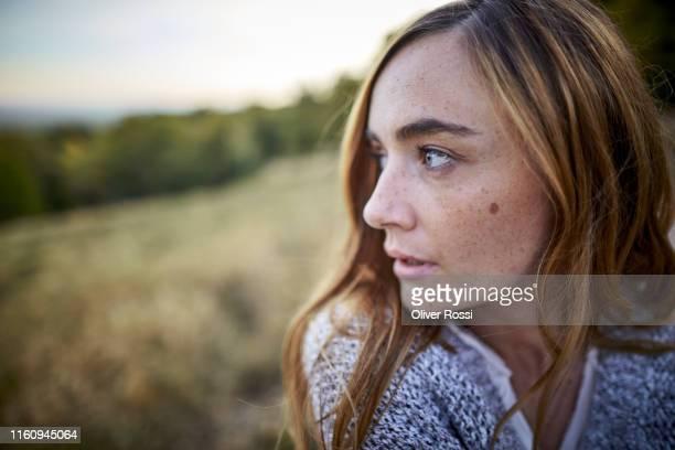 serious woman in the countryside looking sideways - mujeres de mediana edad fotografías e imágenes de stock