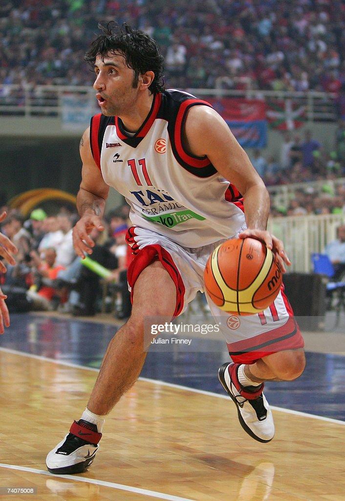 EuroLeague Final Four Semi Final: Panathinaikos v Tau Ceramica : News Photo