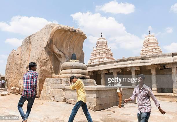 サーペント補強 shivalinga 、lepakshi ,インド - アンドラプラデシュ州 ストックフォトと画像